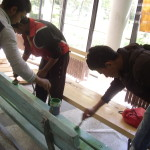 Боядисахме старите пейки